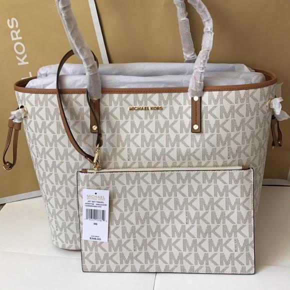 Michael Kors Handbags - 💦🌻mk drawstring tote🌻shoulder bag/vanilla/acorn